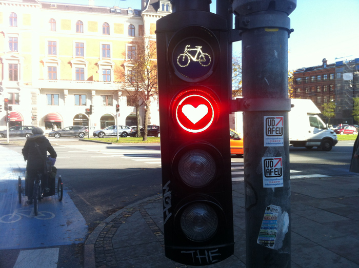 sticker love guerrilla